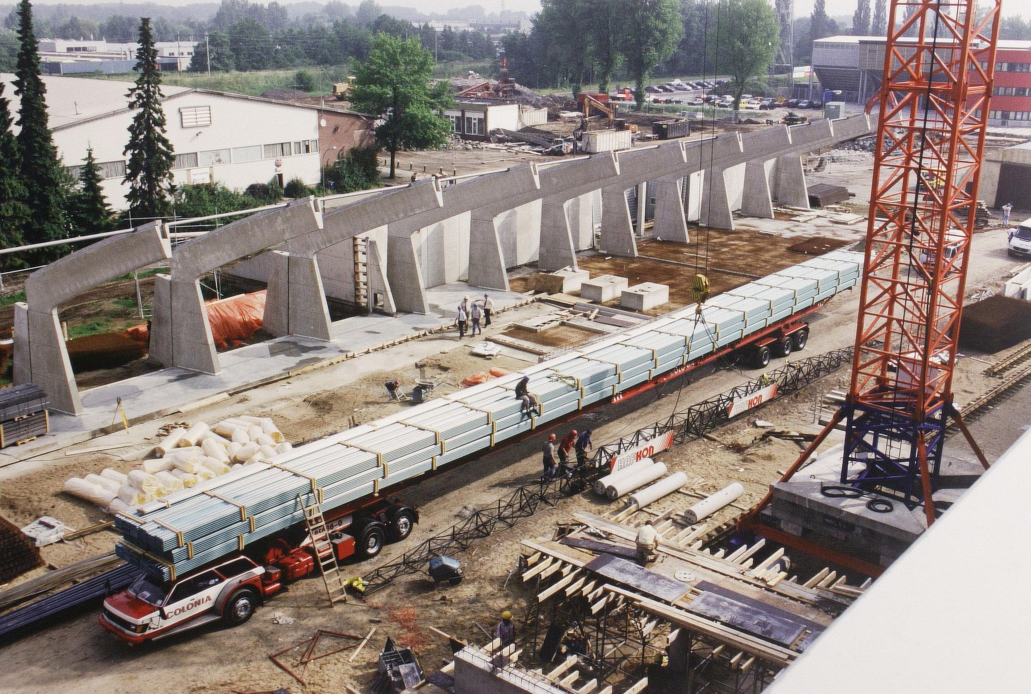 Juni 1997 - Bouw Sportiom met linksboven de oude ijsbaan (stadsarchief)